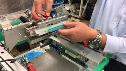 スクリーン印刷機・スキージ平行調整の仕方(手順説明画像付き)